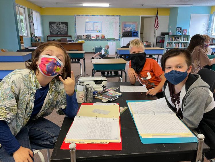 La Tierra Community School students wearing face masks